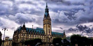 Eine Gegen-Demostartion zum G20-Gipfel soll vom Hamburger Rathaus zur Messe führen.