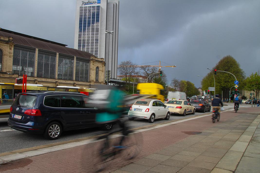 Trotz Fahrradwegen passieren am Dammtor viel Unfälle mit Radfahrern. Foto: Julian Kornacker