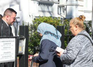 Wähler vor türkischem Generalkonsulat, in Hamburg