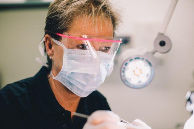 Station 3: Zahnmedizinische Untersuchung