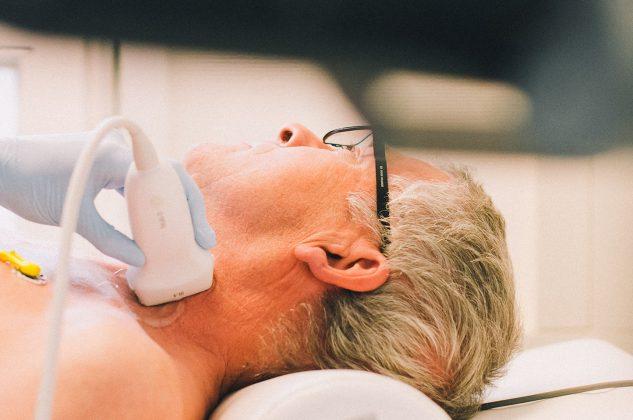 Station 4: Ultraschalluntersuchung von Halsschlagader, Herz und Beingefäßen, Feststellung der Handgreifkraft