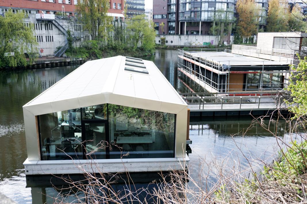 alternative wohnformen wie hausboote im kampf gegen den. Black Bedroom Furniture Sets. Home Design Ideas