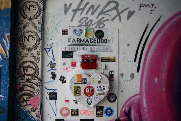 Stickerliebe im Gängeviertel. Foto: Lesley-Ann Jahn