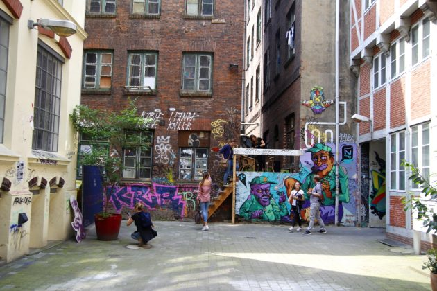 Die Foto-Tour startete im Gängeviertel. Foto: Lesley-Ann Jahn