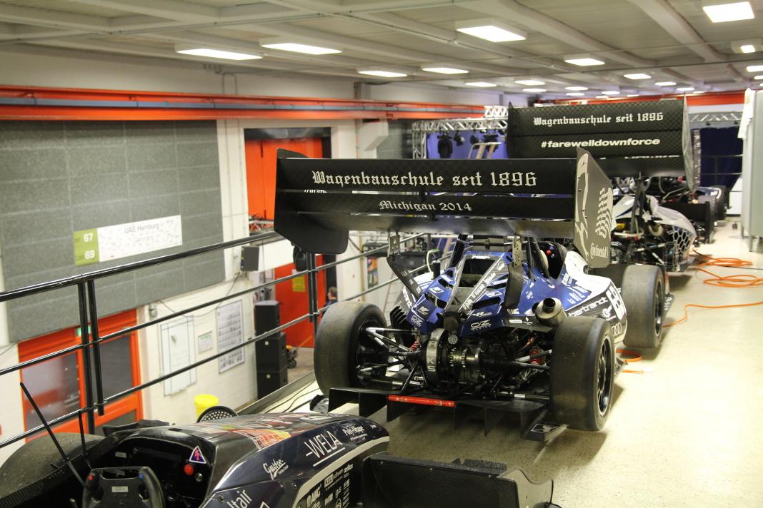 Vorjahresmodelle von HAWKS Racking im Fahrzeuglabor der HAW Hamburg