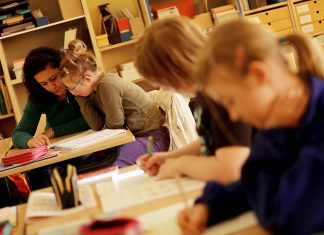 Lehrerin, Schülerin, Inklusionsklasse