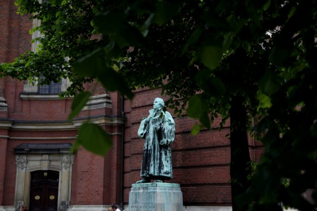 Statue am Michel. Foto: Lesley-Ann Jahn