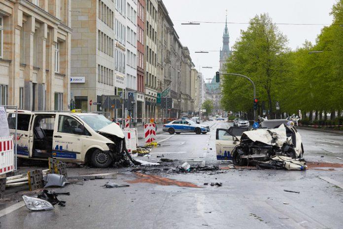 Wracks Taxis Unfall Ballindamm