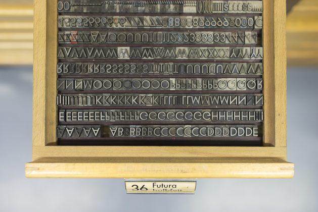 Typographie Bleidruck Druckbuchstaben Futura 36