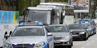 Nicht nur Einsatzwagen, sondern auch Privatautos von Hamburger Polizisten sind mittlerweile Ziel von Anschlägen. Foto: Bodo Marks/ dpa