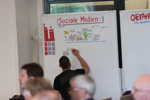 """Podiumsdiskussion """"Soziale Medien: Chance oder Gefahr für Rechtsstaat und Demokratie?"""""""