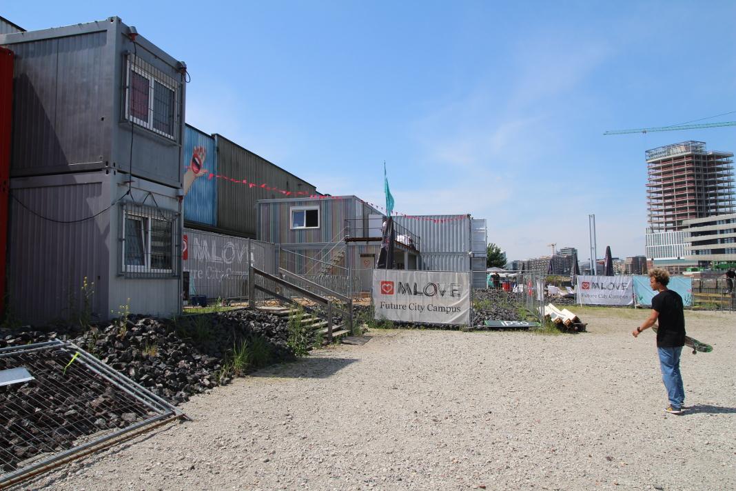 Eingang zum Surf- & Skate Festival Gelände. Foto: Lesley-Ann Jahn