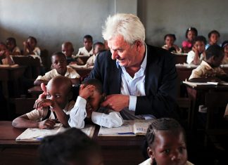 Peter Krämer engaierte sich für Schulen in Afrika. Foto: UNICEF/DT2006-29271/Rudi Tarneden
