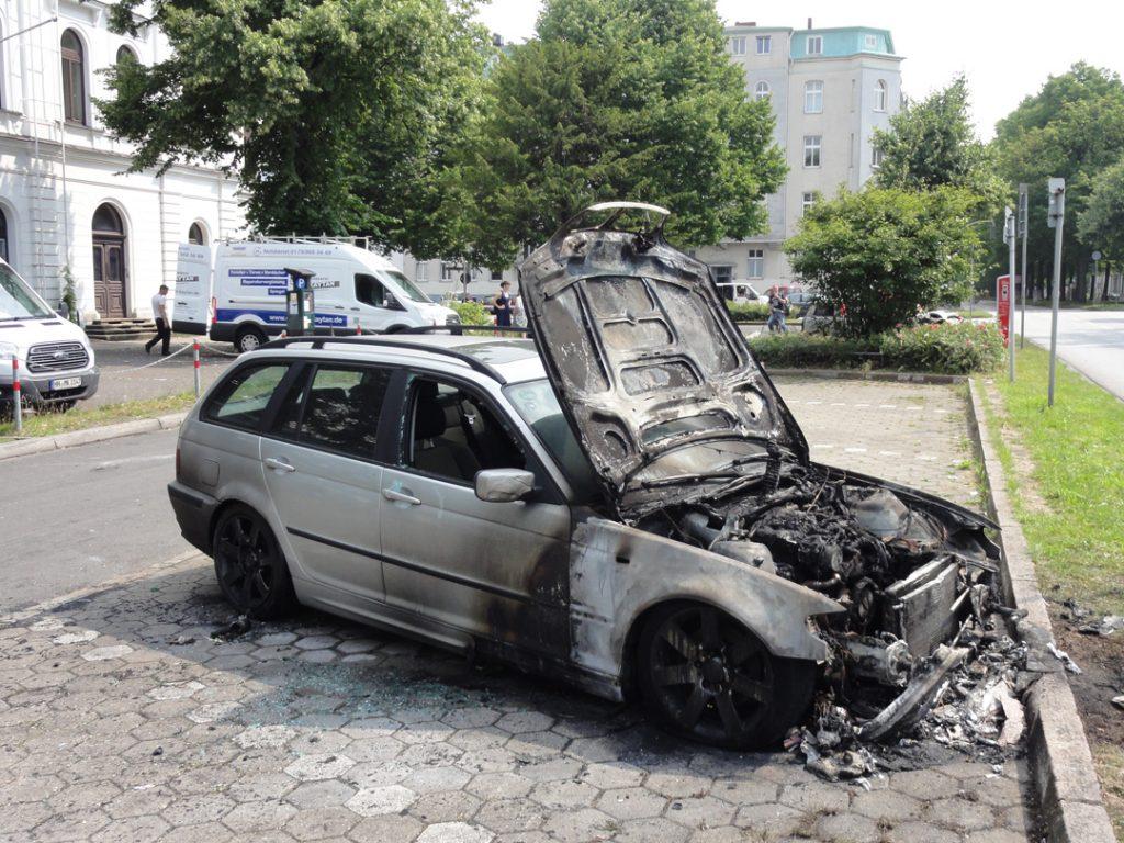 Abgebranntes Auto G20