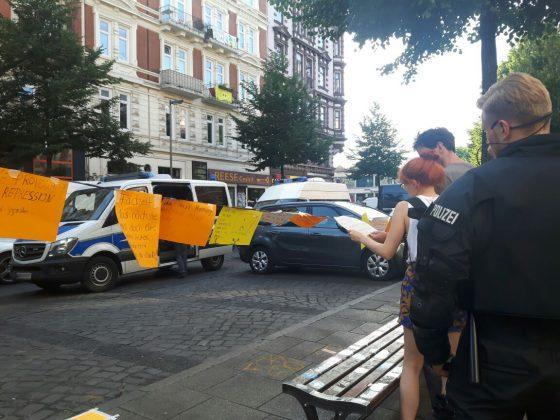 Polizei sieht Botschaften der Passanten