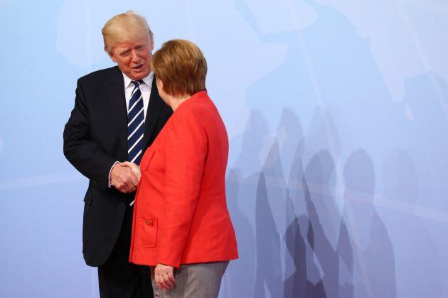 Bundeskanzlerin Angela Merkel begrüßt Donald Trump, Präsident der USA.