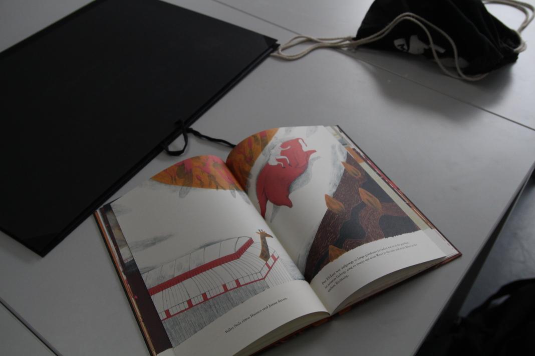 Die Illustrationen stehen im Fokus von Catherines Kinderbuch. Foto: Marie-Sophie Vorbrodt