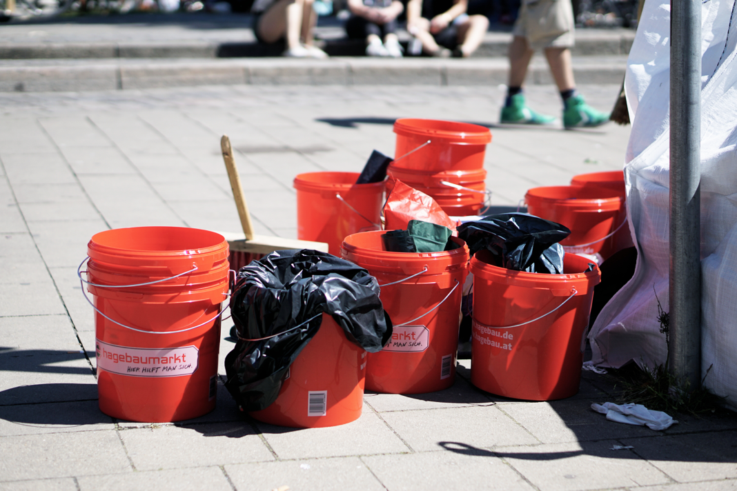 Hamburg räumt auf Schanze G20 Eimer