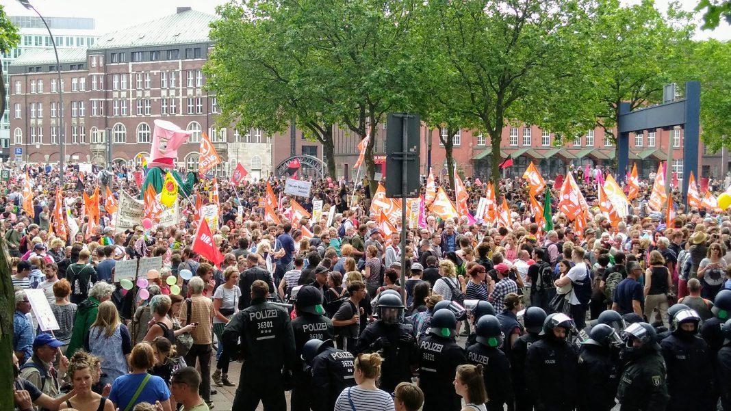 """Die Demonstration """"Grenzenlose Solidarität"""""""