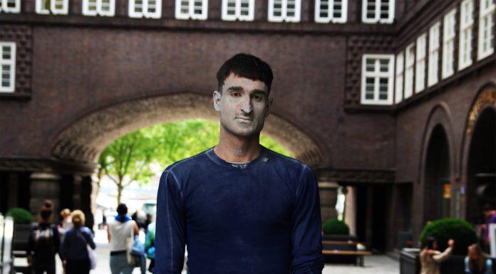 """Carl war eine der """"1000 Gestalten"""" und steht im Hof des Chilehauses. Foto: Christina Höhnen"""