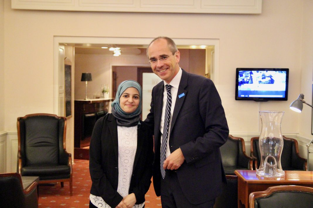 Muzoon Almellehan und Christian Schneider in Hamburg. Photo: Catalina Langer