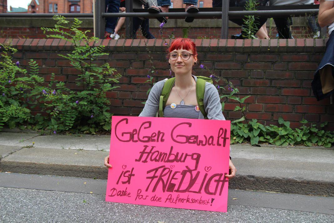 Kathi (29) demonstriert bei