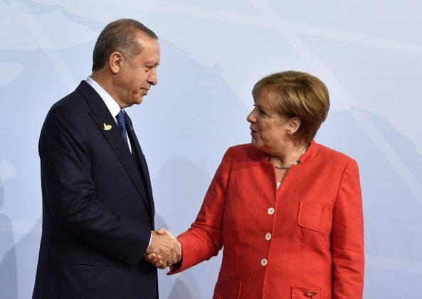 Bundeskanztlerin Angela Merkel begrüßt den türkischen Präsidenten Recep Erdogan