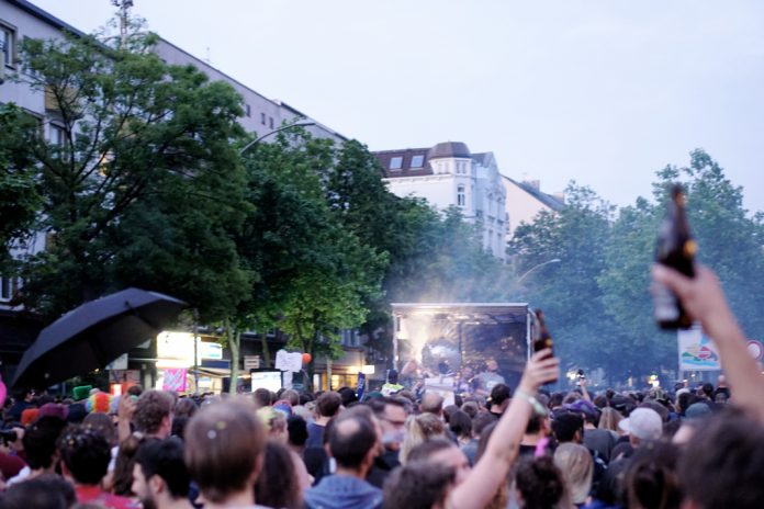 Partyprotest bei
