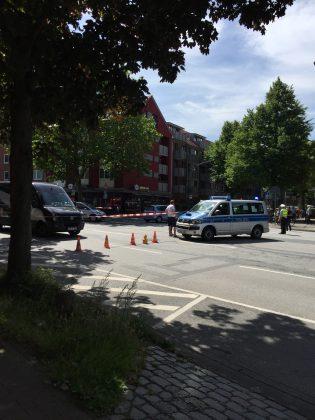 Auch die Hamburger Straße wurde gesperrt. Hier auf Höhe Denhaide Foto: Atessa Bock