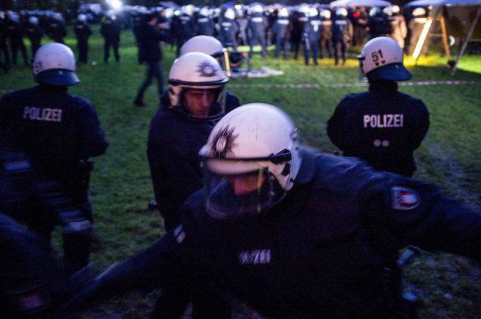 Antikapitalistisches Protestcamp Elbpark Entenwerder