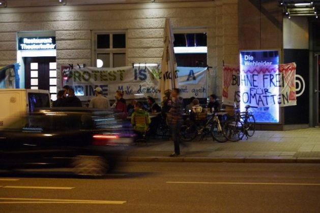 Am Deutschen Schauspielhaus. Foto: Marie-Sophie Vorbrodt.