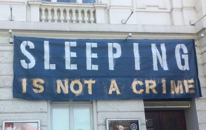 Auch am Donnerstag hängen die Banner noch. Foto: Marie-Sophie Vorbrodt