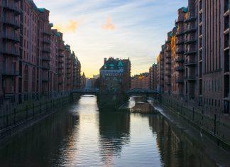 Wasserschloss-Poggenmühlenbrücke-Speicherstadt-Hamburg-Wasserschlösschen