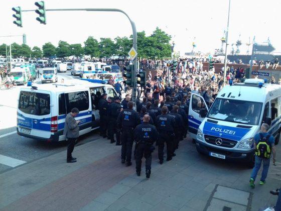 """""""Welcome to Hell""""-Demo am Fischmarkt. Foto: Mats Mumme."""