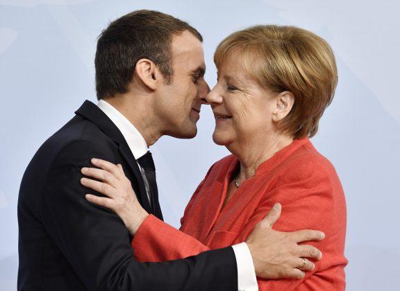 Bundeskanztlerin Angela Merkel begrüßt den französischen Präsidenten Emmanuel Macron