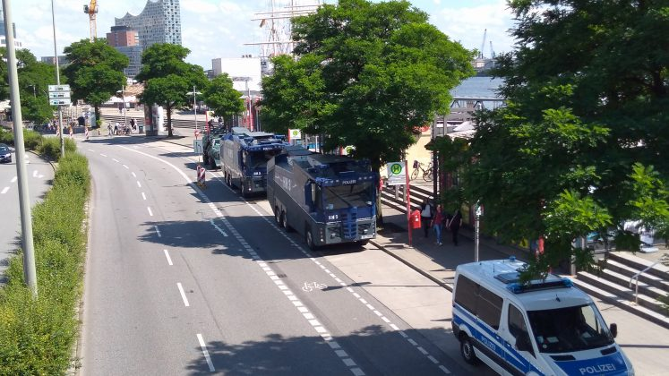 Polizei an den Landungsbrücken. Foto: Robert Bauguitte