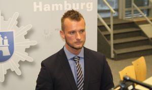 Steven Baack, Ermittler der Cold Cases Hamburg, verkündet vom Fahndungserfolg im Mordfall Sienknecht. Foto: Christoph Petersen