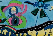 Grafitti an einer Wand: love and hope