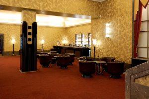 Loungesessel im Kino Foyer