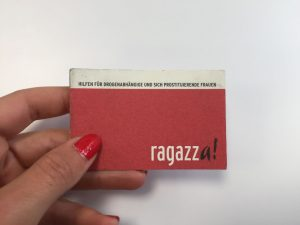 Eine rote Visitenkarte der Beratungsstelle ragazza!