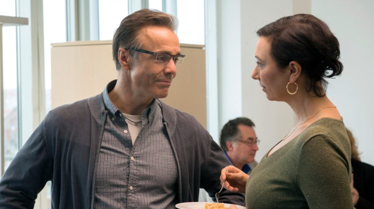 Volker Lehmann (Hannes Jaenicke) provoziert Judith Lorenz (Ursula Strauss).