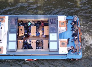 Barkassen gehören zum gewohnten Bild in der Hamburger Speicherstadt. Foto: Laura Lagershausen