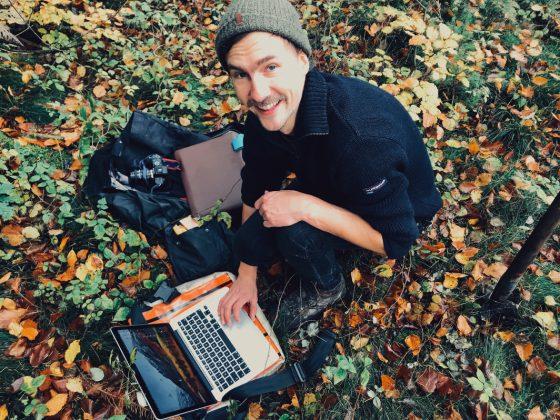 Ganz ohne technische Geräte geht es für den Städter dann auch nicht im Wald. Foto: Johanna Röhr
