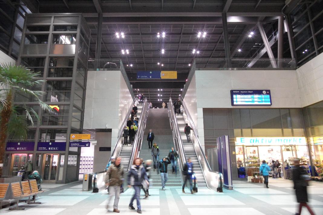 Gefilmte Rolltreppe im Bahnhof Berlin Südkreuz. Foto: Ingolf | flickr.com | cc-by-sa 2.0