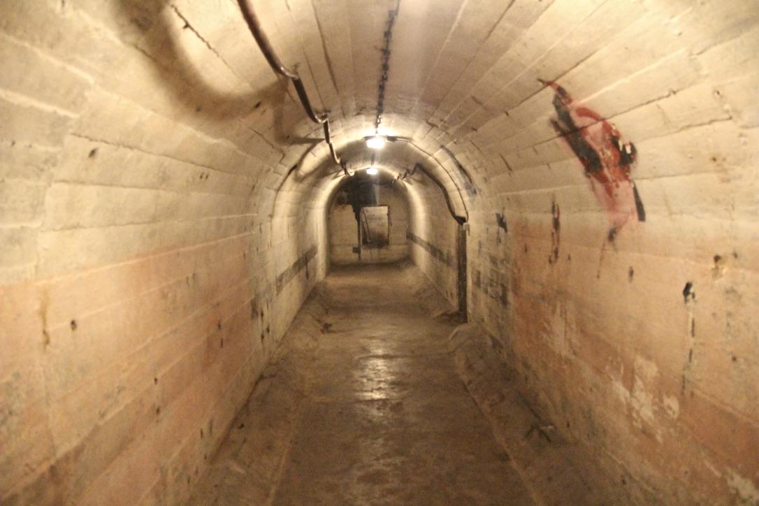 Blick vom Ende der linken Röhre zum Vorraum. Foto: Catalina Langer