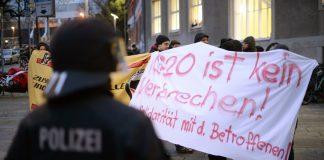 In mehreren deutschen Städten fanden Demonstrationen gegen die G20-Razzien der Polizei statt. Foto: Sven Pfoertner / dpa