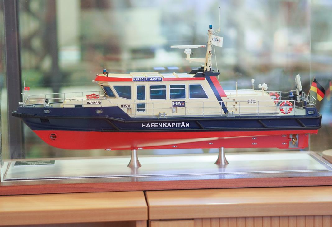"""Die """"Hafenkapitän"""" ist die Dienstbarkasse der Mitarbeiter des Oberhafenamtes. Foto: Ines Ludewig"""