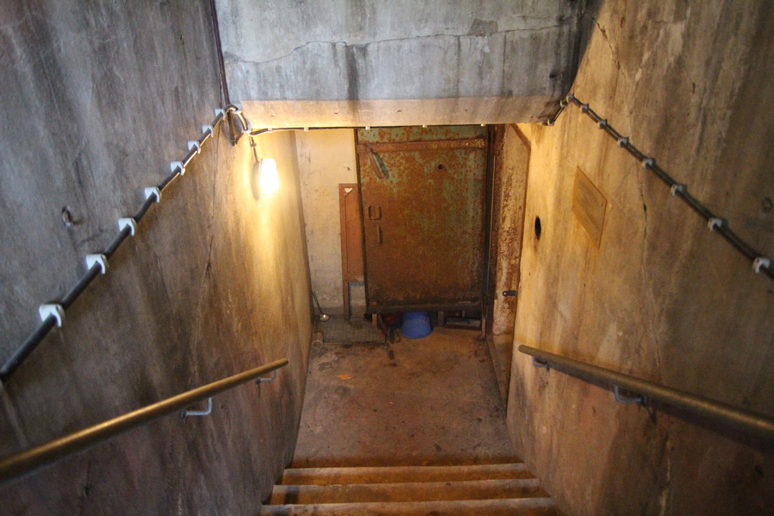 Treppe zum Eingang des Bunkers. Foto: Catalina Langer