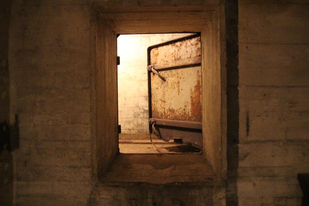 """Hinter dieser Tür befanden sich die """"Toiletten"""". Foto: Catalina Langer"""
