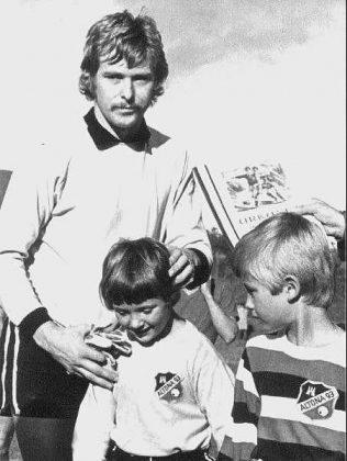André Mertens (rechts) nach einem Jugendspiel in den 70er-Jahren.